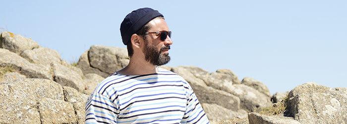 Accessoires homme : bonnet marin, chaussettes rayées, chèche