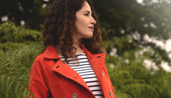 Autumn woman look - where the earth meets the sea